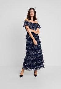 Maya Deluxe - ALL OVER EMBELLISHED TIERED BARDOT MIDAXI DRESS - Vestido de fiesta - navy - 2
