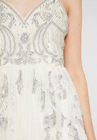 Maya Deluxe - EMBELLISHED CAMIMIDI DRESS - Cocktailkjole - offwhite - 7