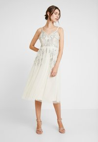 Maya Deluxe - EMBELLISHED CAMIMIDI DRESS - Cocktailkjole - offwhite - 2