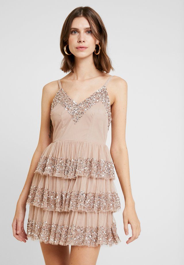 EMBELLISHED MINI WITH TIERED SKIRT - Cocktailkleid/festliches Kleid - taupe blush