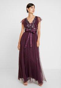 Maya Deluxe - RUFFLE SLEEVE EMBELLISHEDBODICE DRESS WITH SASH TIE BELT - Suknia balowa - plum - 0