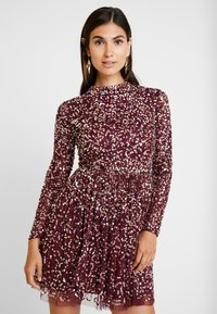 Maya Deluxe - ALL OVER EMBELLISHED MINI DRESS WITH OPEN BACK - Juhlamekko - berry multi - 0