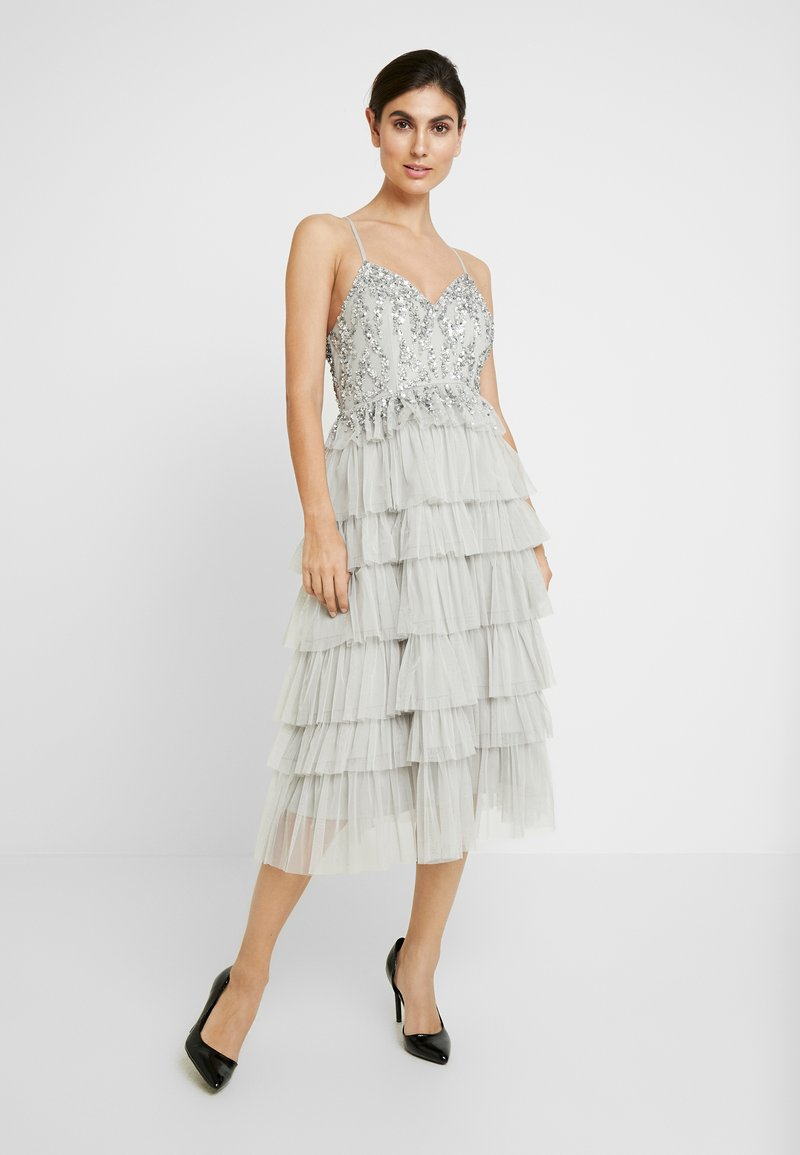 Maya Deluxe - PLUNGE FRONT EMBELLISHED MIDI DRESS WITH MULTI TIERED SKIRT - Cocktailkjole - soft grey