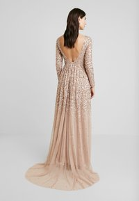 Maya Deluxe - ALL OVER MAXI DRESS WITH PLUNGE BACK - Iltapuku - taupe blush - 3