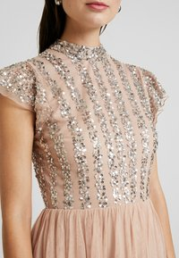 Maya Deluxe - HIGH NECK MAXI DRESS WITH SPLIT - Suknia balowa - taupe blush - 6