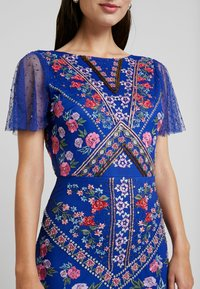 Maya Deluxe - ALL OVER EMBROIDERED FLORAL MAXI DRESS - Společenské šaty - cobalt/multi - 6
