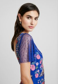 Maya Deluxe - ALL OVER EMBROIDERED FLORAL MAXI DRESS - Společenské šaty - cobalt/multi - 4