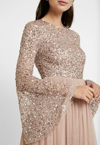 Maya Deluxe - ROUND NECK DELICATE SEQUIN BELL SLEEVE MAXI DRESS WITH SKI - Iltapuku - taupe blush - 6
