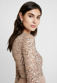 Maya Deluxe - ROUND NECK DELICATE SEQUIN BELL SLEEVE MAXI DRESS WITH SKI - Iltapuku - taupe blush - 4