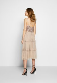 Maya Deluxe - STRAPPY SEQUIN MIDI DRESS WITH ROUCH DETAILED SKIRT - Cocktailkjole - taupe blush - 2