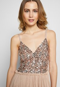 Maya Deluxe - STRAPPY SEQUIN MIDI DRESS WITH ROUCH DETAILED SKIRT - Cocktailkjole - taupe blush - 3