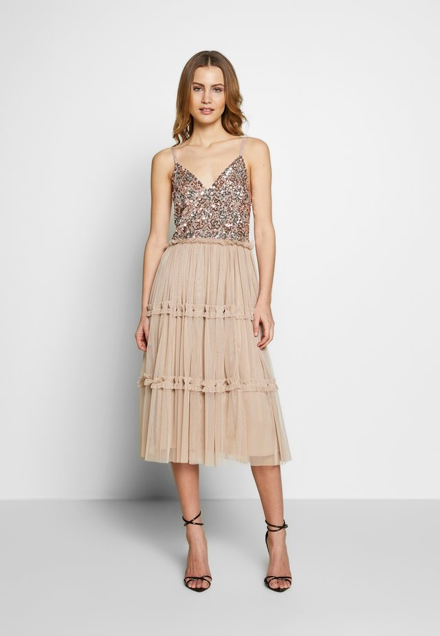 STRAPPY SEQUIN MIDI DRESS WITH ROUCH DETAILED SKIRT - Sukienka koktajlowa - taupe blush