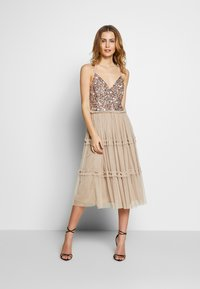 Maya Deluxe - STRAPPY SEQUIN MIDI DRESS WITH ROUCH DETAILED SKIRT - Cocktailkjole - taupe blush - 1