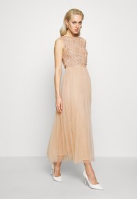 Maya Deluxe - EMBELLISHED OVERLAY MIDAXI DRESS - Iltapuku - peach - 0