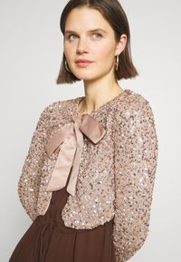 Maya Deluxe - DELICATE SEQUIN JACKET WITH BOW - Strikjakke /Cardigans - taupe blush - 4
