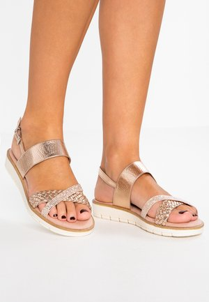 Sandály na platformě - rose metallic