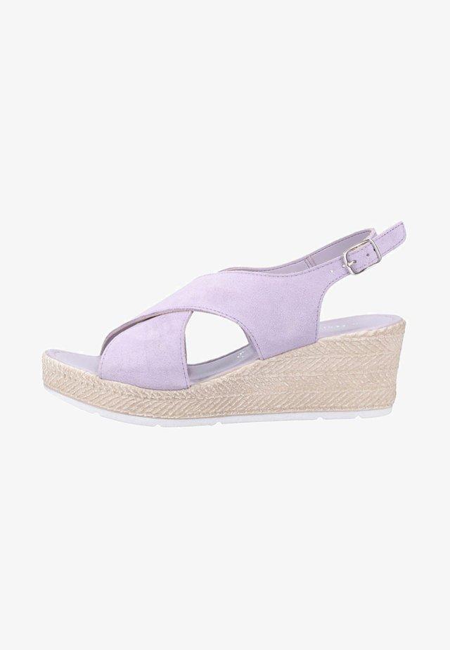 Korkeakorkoiset sandaalit - lavender