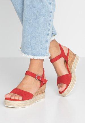 Platform sandals - chili
