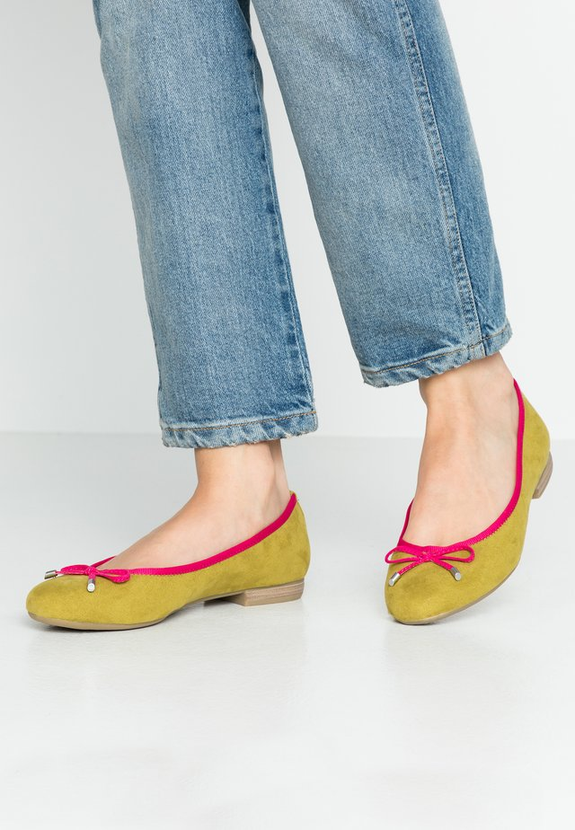 Ballet pumps - lime