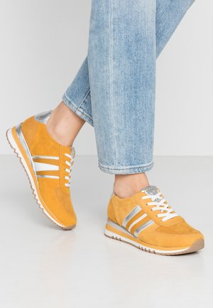 LACE UP - Sneakers laag - saffron