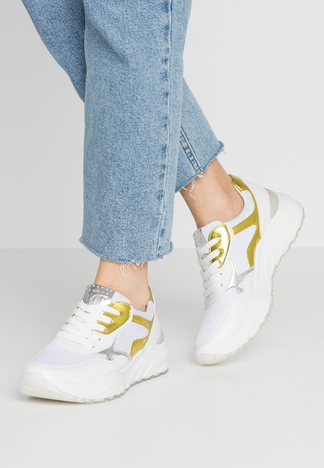 Trainers - white/yellow