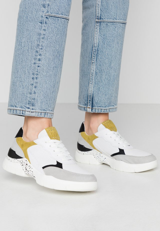 LACE UP - Sneaker low - white/lime