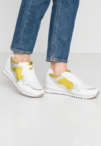 Marco Tozzi - LACE UP - Trainers - white/yellow - 0