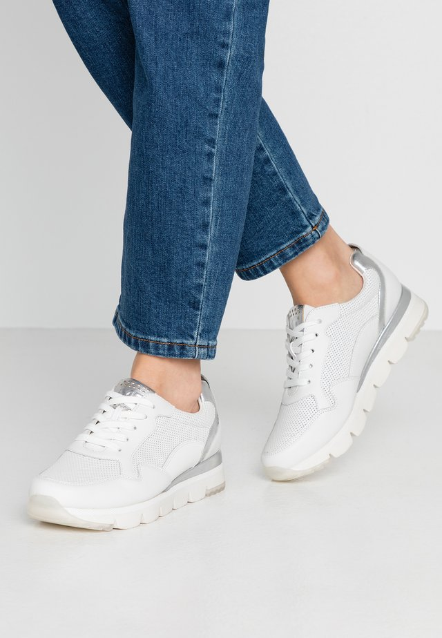 2-2-23754-34 - Sneakers laag - white
