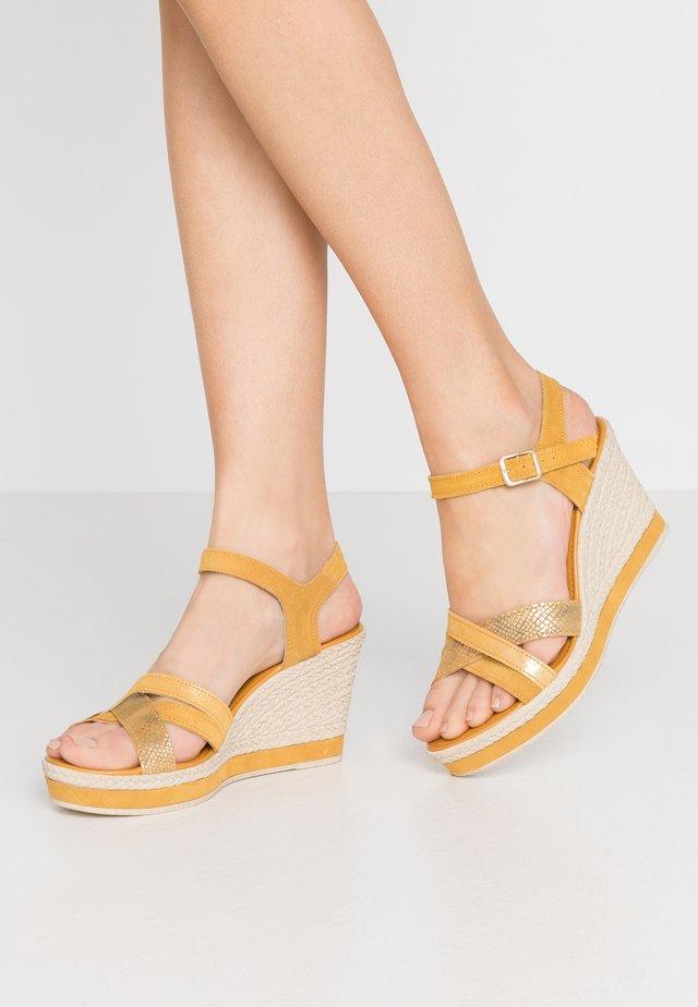 Sandales à plateforme - yellow