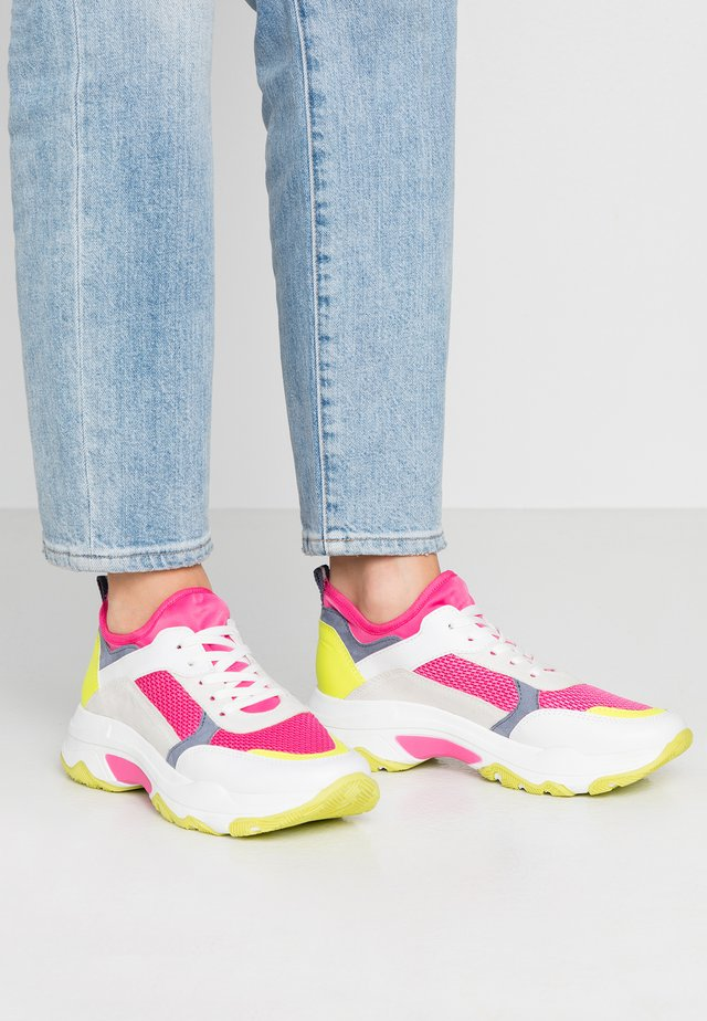 Trainers - neon pink, white
