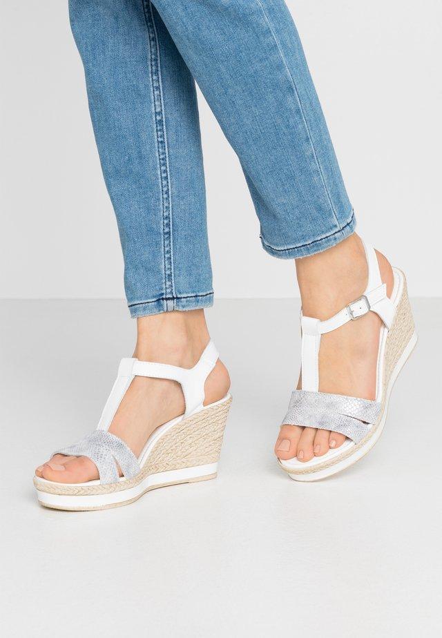 Sandały na obcasie - white