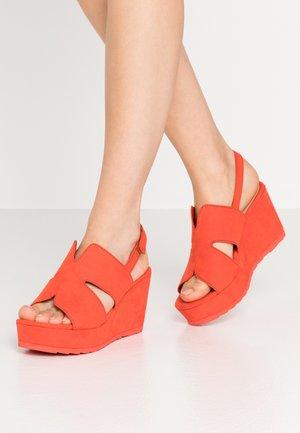 Korkeakorkoiset sandaalit - fire