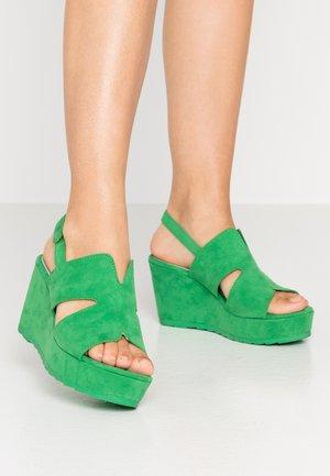 Sandały na platformie - green