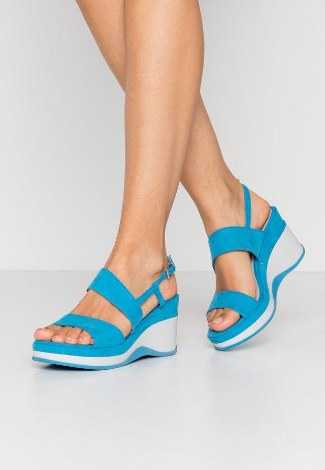 Sandály na platformě - malibu blue