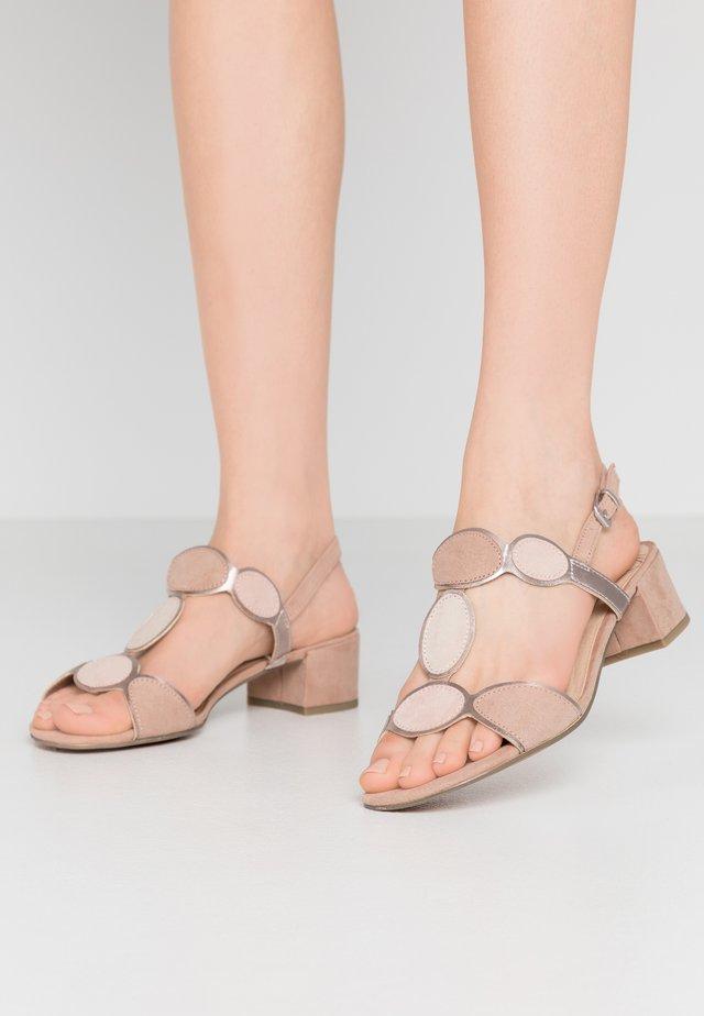 Sandali - nude