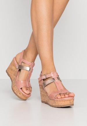 Sandales à talons hauts - rose
