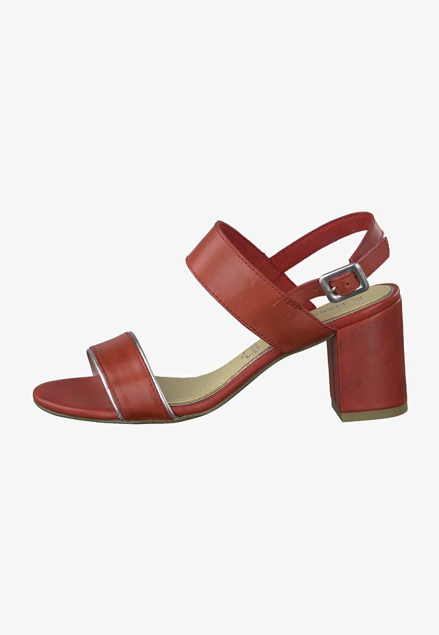 Sandals - chili comb