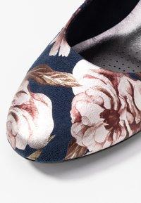 Marco Tozzi - COURT SHOE - Classic heels - navy - 2