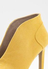Marco Tozzi - Kotníková obuv na vysokém podpatku - yellow - 2