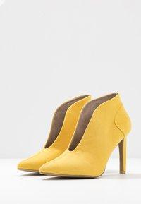 Marco Tozzi - Kotníková obuv na vysokém podpatku - yellow - 4