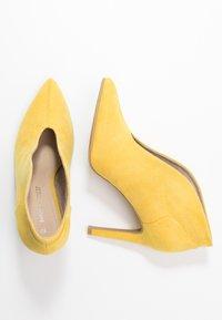 Marco Tozzi - Kotníková obuv na vysokém podpatku - yellow - 3