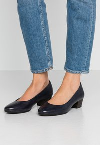 Marco Tozzi - COURT SHOE - Classic heels - navy - 0