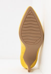 Marco Tozzi - COURT SHOE - Pumps - yellow - 6