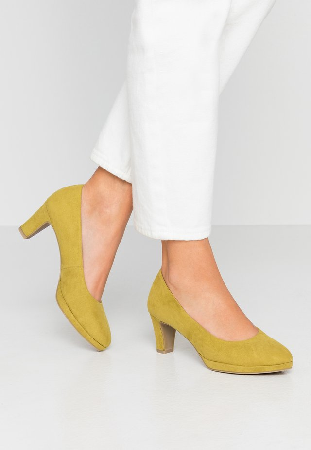 COURT SHOE - Classic heels - lime