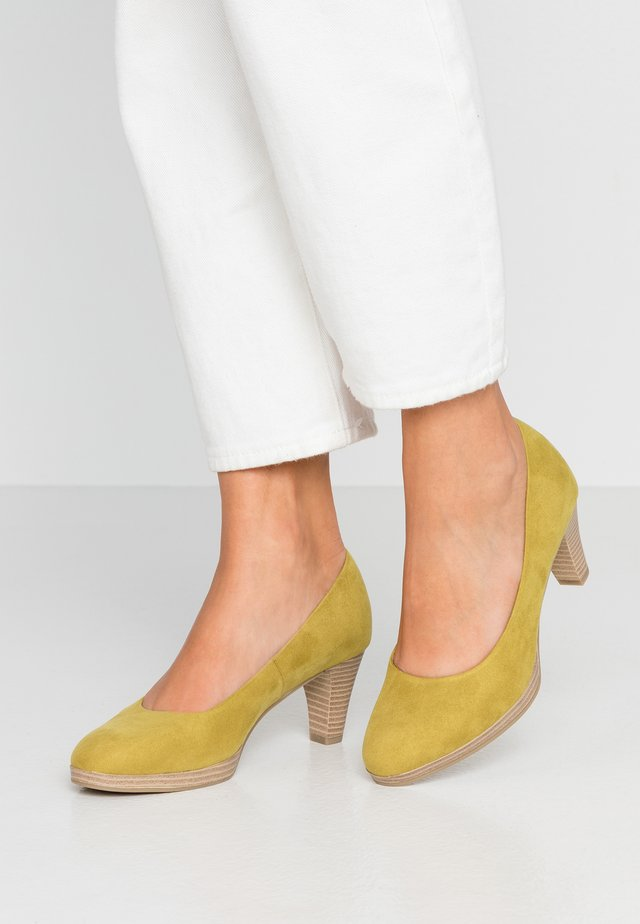 WOMS COURT SHOE - Classic heels - lime