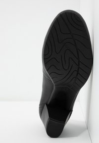 Marco Tozzi - COURT SHOE - Classic heels - black - 6