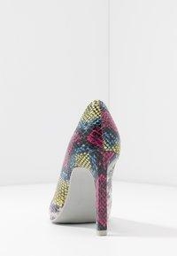 Marco Tozzi - Lodičky na vysokém podpatku - multicolor - 5