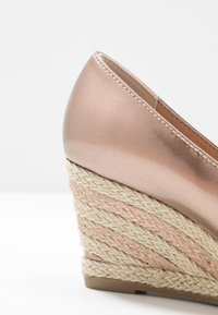 Marco Tozzi - Wedges - rose metallic - 2