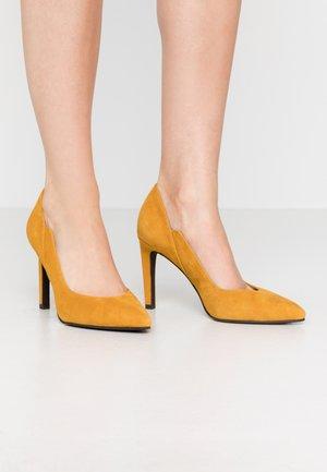 Zapatos altos - mustard