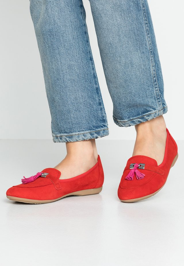 Slip-ons - red